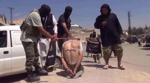 ISIS-flogs-a-civilian