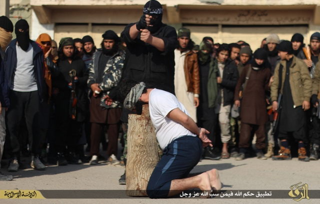 young-isis-recruits-cub-camps-watched-horror-accused-man-was-beheaded-by-executioner